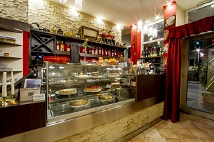 Mainkai Cafe